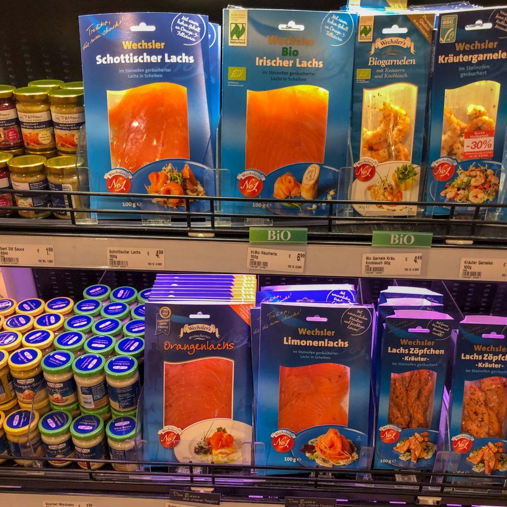 De tyske supermarkedene hadde godt utvalg av røkte produkter, som var differensiert på opprinnelse og om de var økologisk produsert.