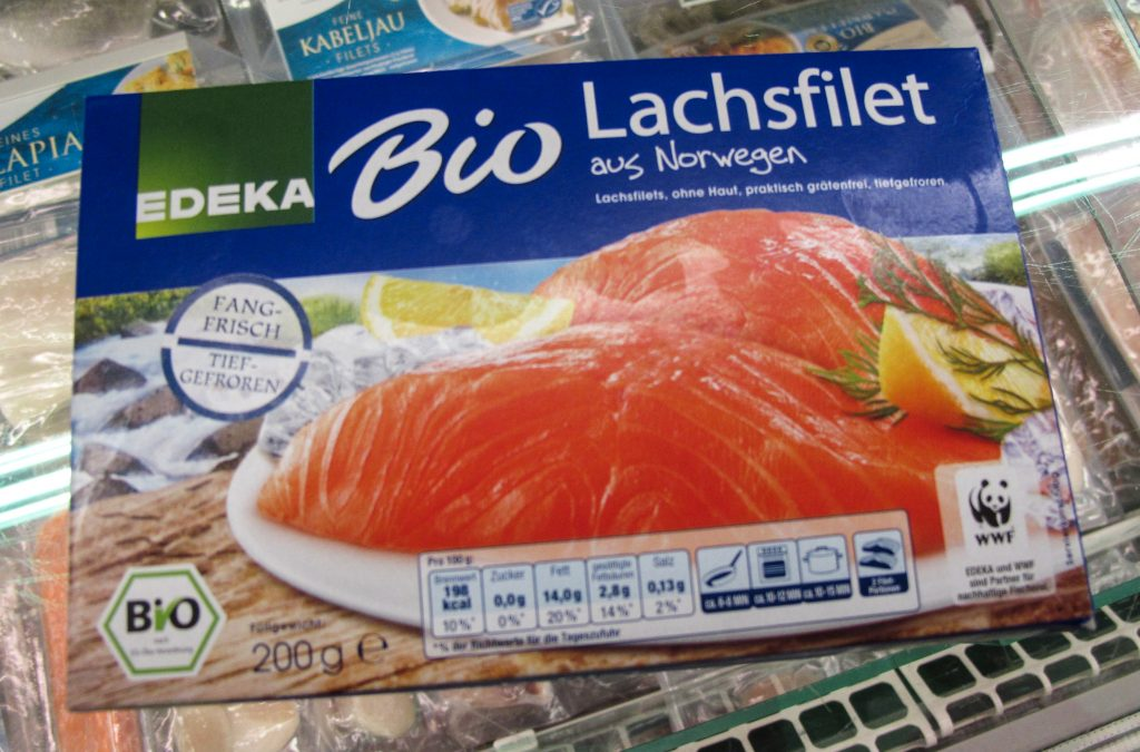 Norwegian salmon is differentiated in various ways, as here in Germany. The package is labelled with origin, with the product being organic, and with the name of the supermarket chain (Edeka).